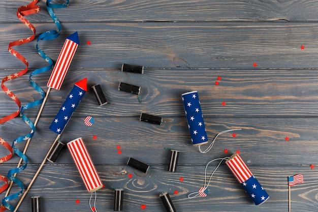 Fogos de artifício e decoração para o dia da independência Foto gratuita