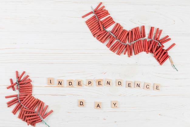 Fogos de artifício e inscrição dia da independência Foto gratuita