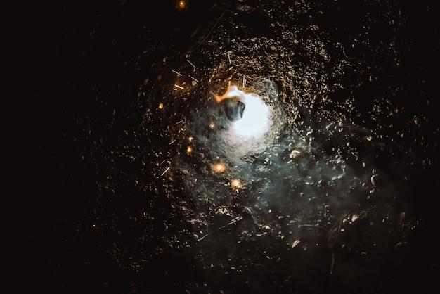 Fogos de artifício luminosos girando faíscas de fogo. Foto Premium