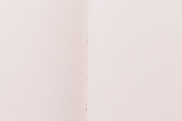 Folha branca de textura de papel dobrada Foto gratuita