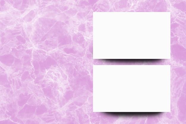 Folha de papel branco vazio no fundo de mármore rosa Foto Premium