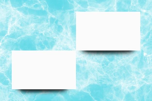 Folha de papel branco vazio no fundo de mármore turquesa Foto Premium