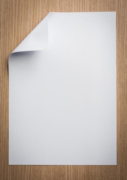 Foto Poster folha de papel com um canto dobrado baixar fotos gratuitas