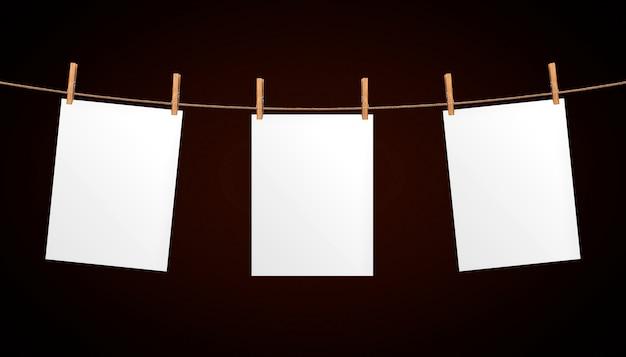 Folha de papel vazia pendurado na corda Foto Premium