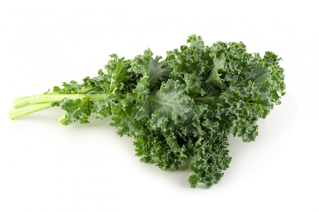 Folhas de couve fresca orgânica verde isoladas Foto Premium