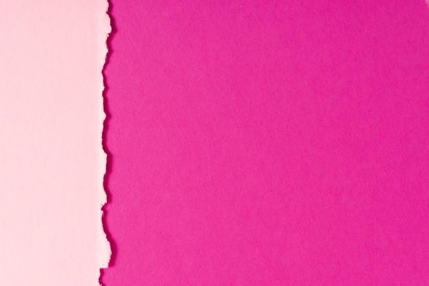Folhas de papelão tonificadas rosa com espaço de cópia Foto Premium