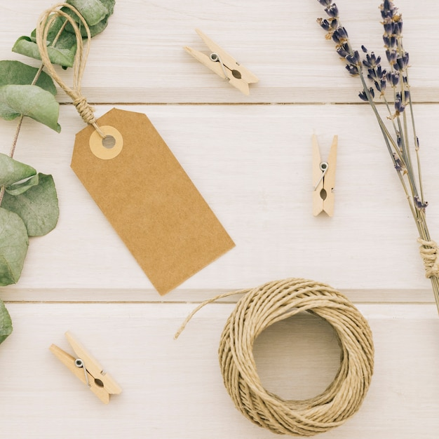 Folhas, etiquetas e elementos do casamento Foto gratuita