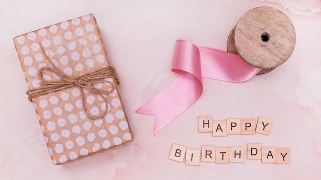 Fontes de celebração de aniversário em mármore rosa Foto gratuita