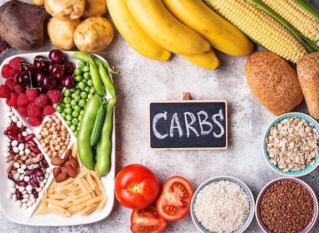 Fontes de produtos saudáveis de carboidratos. Foto Premium