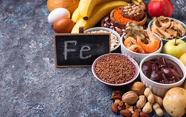 Fontes de produtos saudáveis de ferro Foto Premium