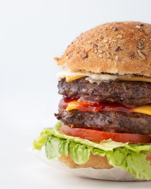 Foodporn de hambúrguer grande saboroso Foto gratuita