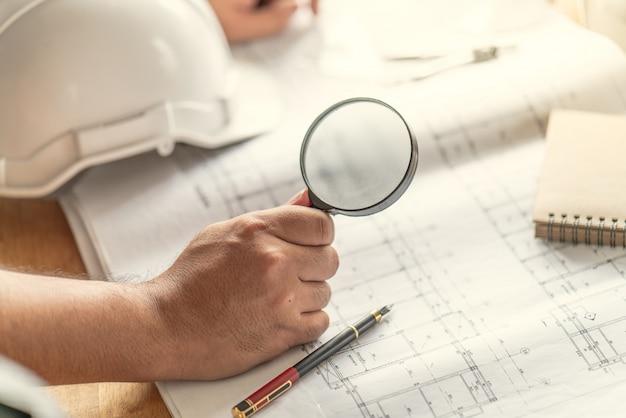 Foreman officer inspector defeito sobre engenheiro e arquiteto trabalho casa construção antes do projeto completo Foto Premium