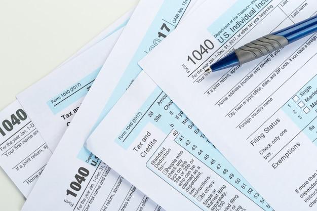 Formulários de imposto, close-up Foto Premium