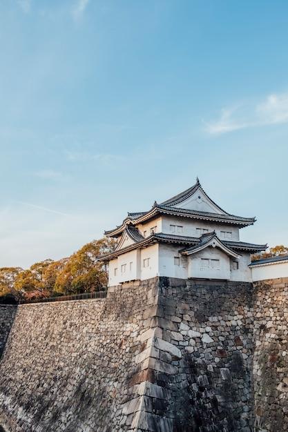 Fortaleza do castelo de osaka, japão Foto gratuita