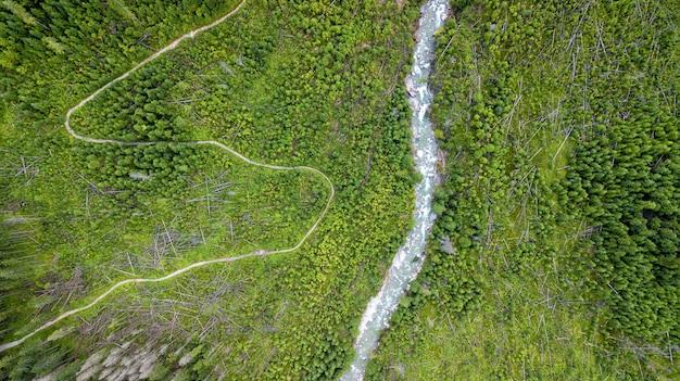 Foto aérea de algumas serpentinas de estrada Foto Premium