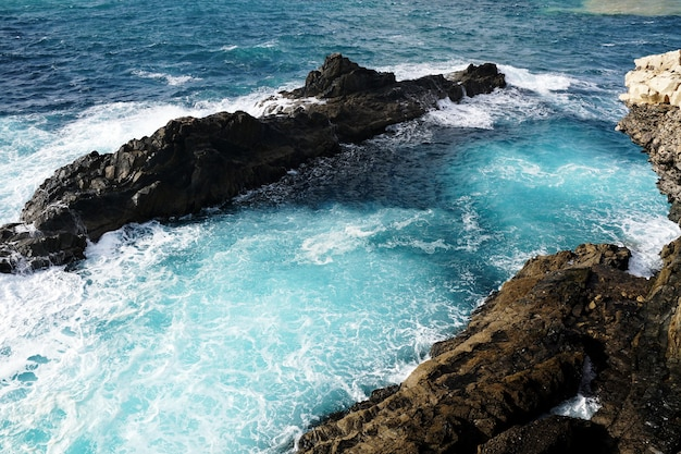 Foto aérea de uma praia próxima a ajuy, espanha Foto gratuita