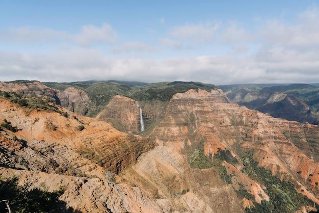 Foto de ângulo elevado do parque estadual waimea canyon, nos eua Foto gratuita