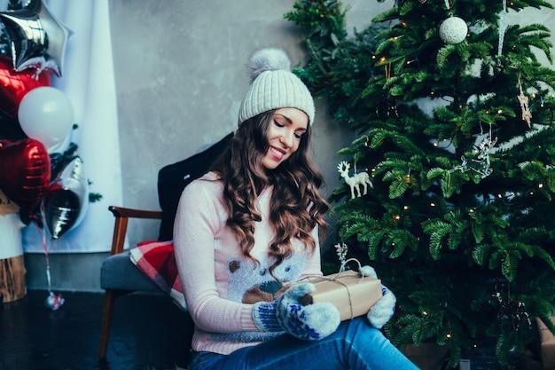Foto de moda de natal de menina bonita Foto Premium