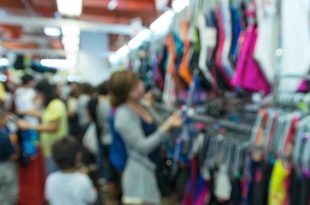Foto desfocada abstrata de loja blur com cliente escolher produto bokeh de fundo Foto Premium