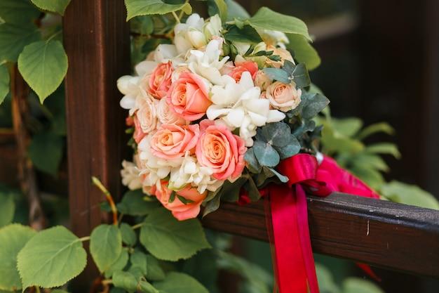 Foto exterior do casamento buquê close-up Foto gratuita