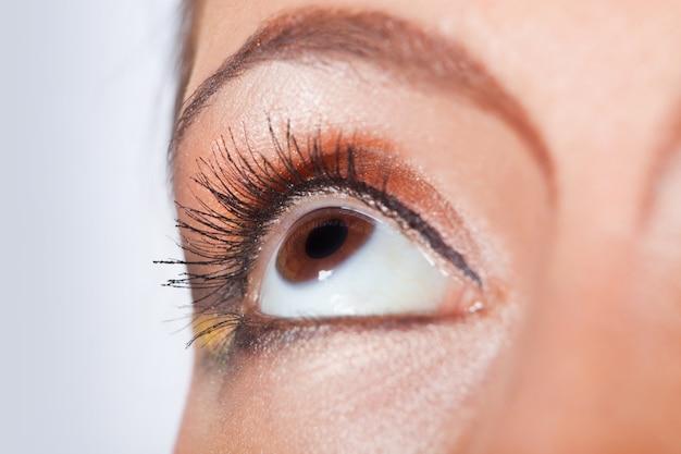 Foto macro de um olho feminino Foto Premium