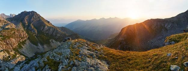 Foto panorâmica do vale de montanha de verão arkhyz Foto Premium