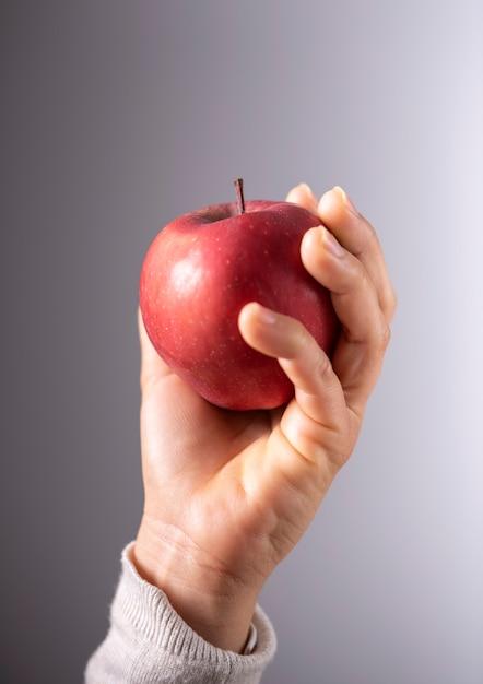 Fotografia de maçã realizada à mão Foto Premium