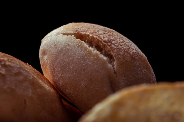 Fotografia de textura macro com mini sanduíche de fenda sobre outro mini sanduíche Foto Premium