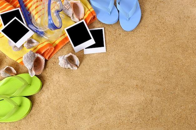 Fotografias sobre uma toalha de praia Foto gratuita