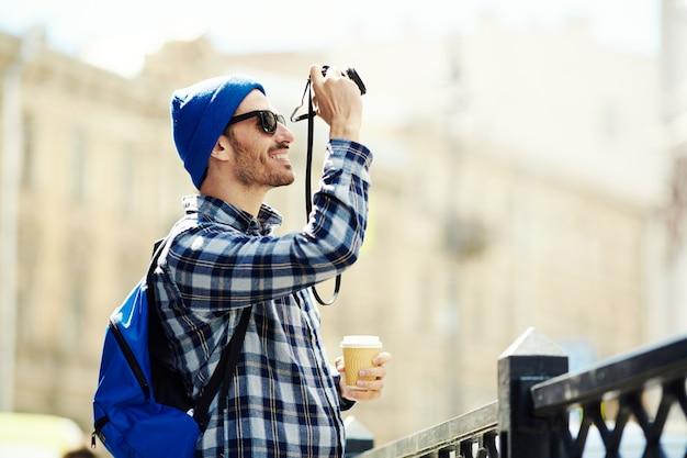Fotógrafo de viagem Foto gratuita
