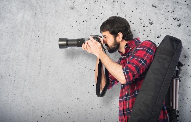 Fotógrafo tomando uma foto Foto Premium