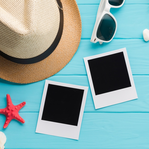 Fotos de polaroid plana leigos com conceito de férias Foto gratuita
