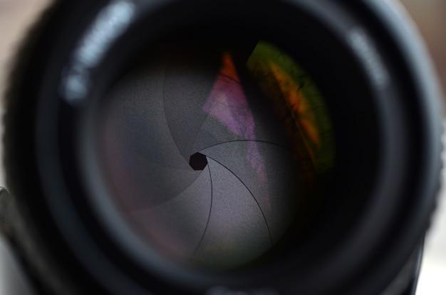 Fragmento de uma lente de retrato para uma câmera slr moderna. Foto Premium