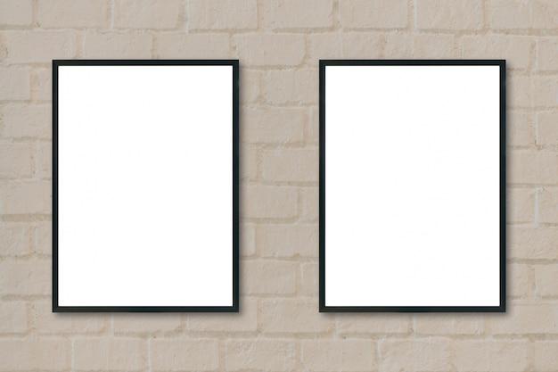 Frames pretos pendurados em uma parede Foto gratuita