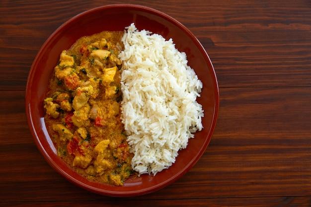 Frango curry prato receita indiana Foto Premium