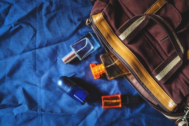 Frascos e bolsas de perfume e perfume Foto Premium