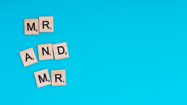 Frase mr e mr em blocos de madeira Foto gratuita