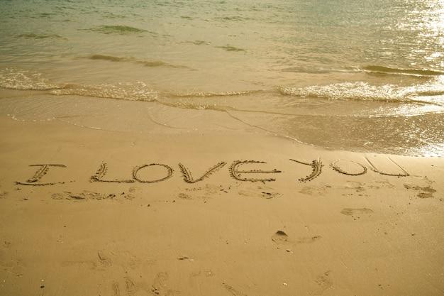 """Frase """"eu Te Amo"""" Escrito Na Areia"""