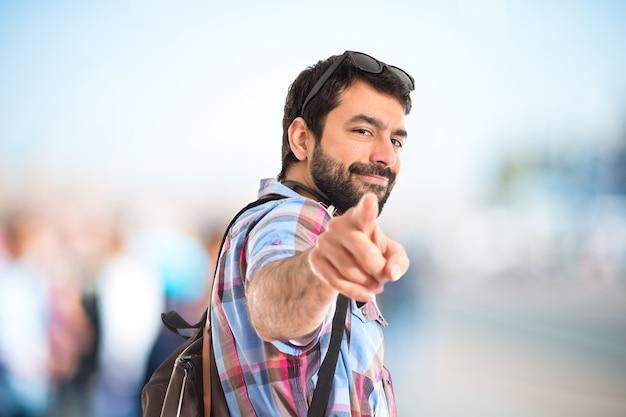 Frente apontando para turistas Foto gratuita