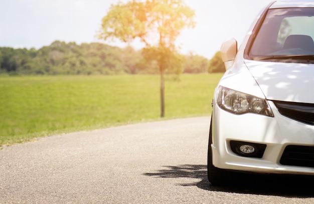 Frente, vista, estacionamento, car, estrada Foto Premium
