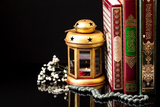 Frente, vista, islamic, livros, ficar Foto gratuita