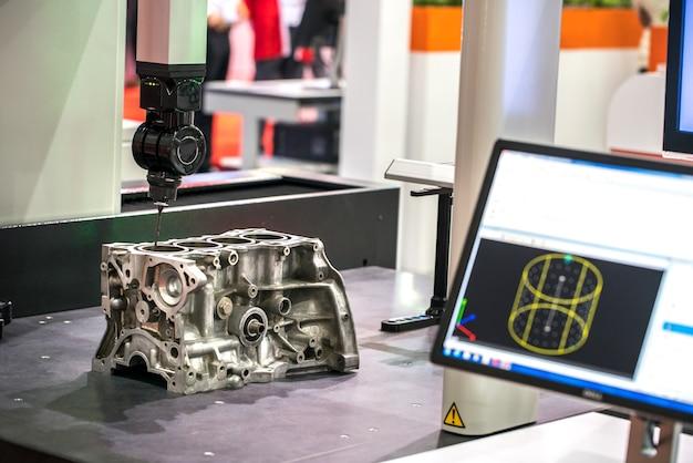 Fresadora para metais. corte de metal moderna tecnologia de processamento. Foto Premium