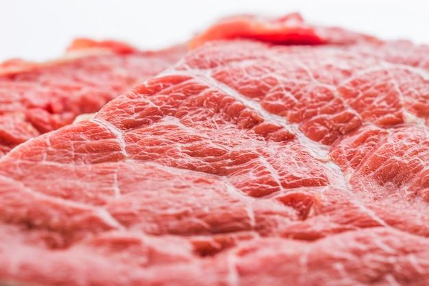 Fresco, cru, carne, bife, isolado, branca, fundo, topo, vista Foto gratuita