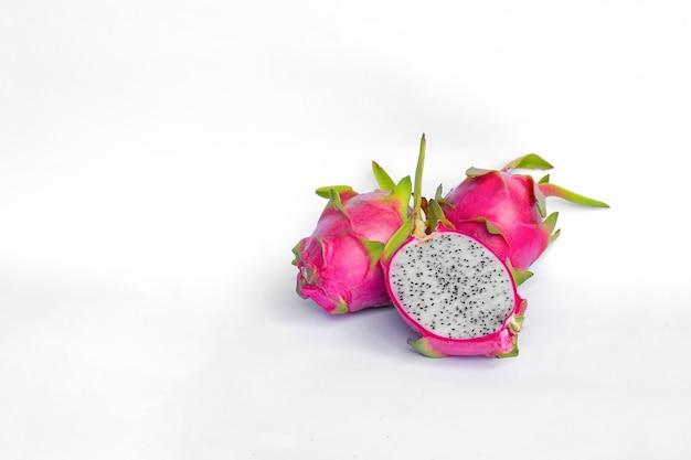 Fruta do dragão no fundo branco Foto Premium