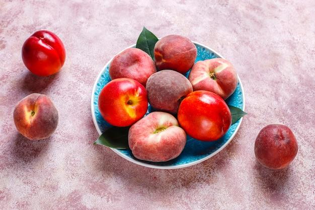 Frutas de verão na cozinha Foto gratuita