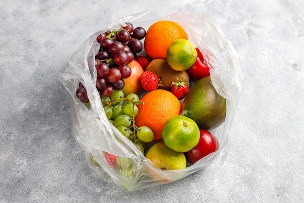 Frutas e bagas orgânicas frescas variadas. Foto gratuita
