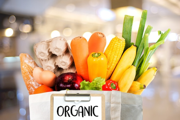 Frutas e vegetais orgânicos compras de supermercado saudável delicious Foto Premium