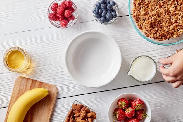 Frutas saborosas de verão como conceito de dieta orgânica limpa Foto Premium