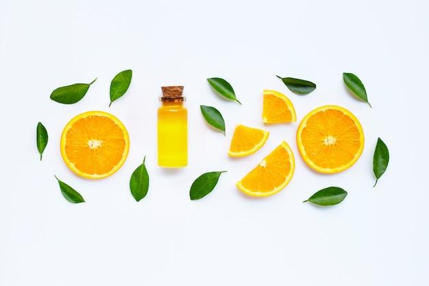 Frutos de laranja com óleo cítrico. vitamina natural c. Foto Premium