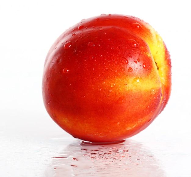 Frutos frescos e molhados de nictarine Foto gratuita